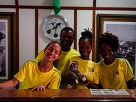 Torcida Alemã homenageia funcionários do Sol Bahia